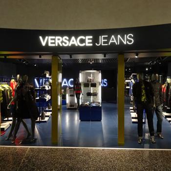 Predajne oblečenia Versace Jeans – MojeOblečenie.sk af91e5335eb